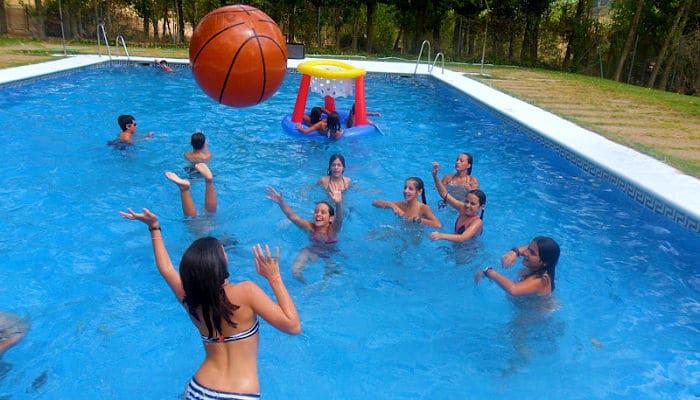 15 juegos para la piscina para adultos y ni os p sala en for Piscinas para perros baratas