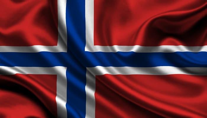 la bandera azul, blanca y roja de noruega