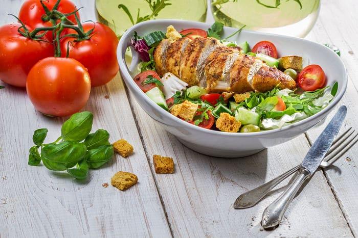 Almuerzo con nutrientes para ayudar contra la ansiedad.