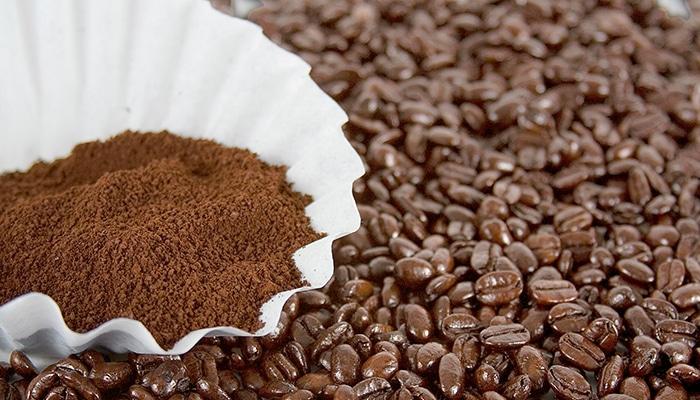 Pozos de café como remedios caseros para las cucarachas