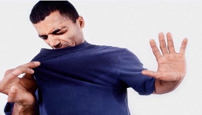 el mal olor corporal