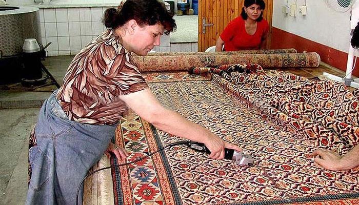 Acabado en la elaboración de alfombras
