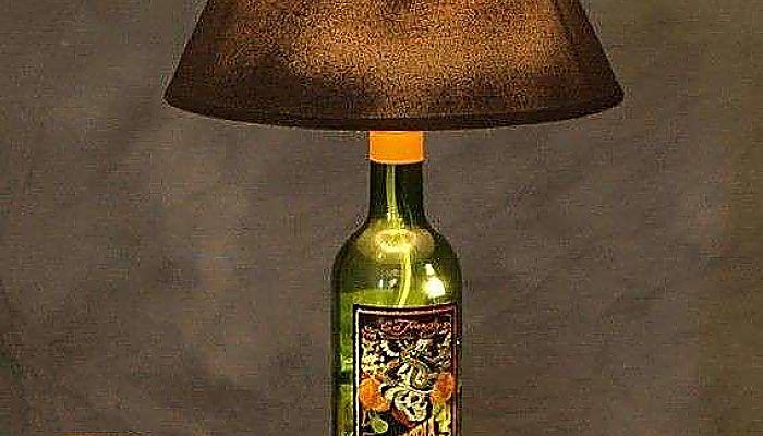 Botellas de cristal en forma de lampara