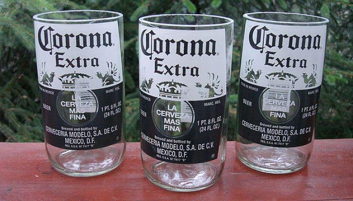 Botellas de cristal con borde ligados