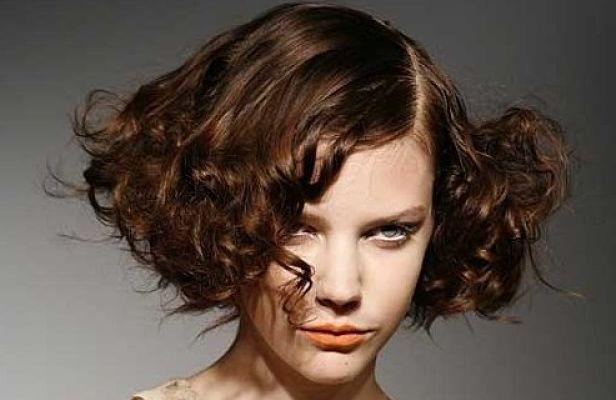 Cortes de pelo corto rizados peinados para pelo corto y - Cortar el pelo en casa hombre ...