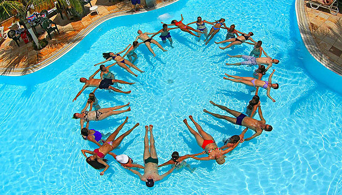 juegos de piscina haciendo el amor