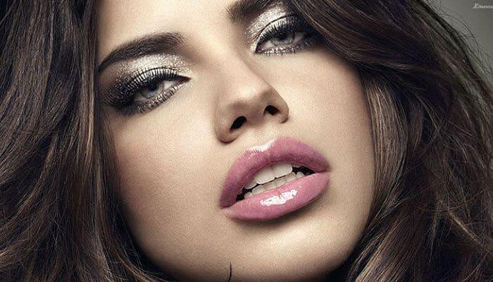 luce unos bellos labios gruesos