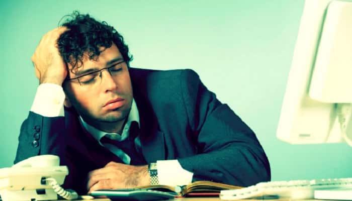 estar despierto en clases