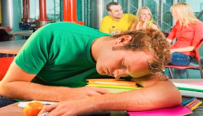 mantenerse despierto en clases